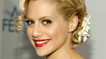 Private funeral for Brittany Murphy on Christmas Eve