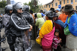 Ecuadorian natives block highways in protest of Water Law